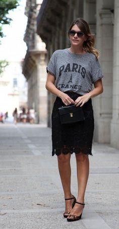 Conjugue uma saia lápis com uma t-shirt gráfica, como Mireia Oller do My Daily Style.