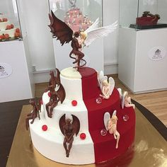 18 Boyfriends who didn't know which cake design to choose and both chose theirs - Nuptials - Torten Beautiful Cakes, Amazing Cakes, Realistic Cakes, Funny Wedding Cakes, Fantasy Cake, Holiday Cupcakes, Funny Cake, Gateaux Cake, Angel Cake