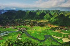 In July, when the rice fields in the valley of Bac Son in Lang Son Province are changing color from green to yellow, it's time for travelers and photographers to capture the beautiful moments of the year. Beautiful Moments, Beautiful Images, Vietnam Travel, Source Of Inspiration, Aerial View, Travel Guides, Laos, Fields, In This Moment