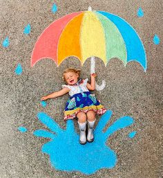 Mom Creates Beautiful Chalk Drawings On Her Driveway, Incorporating Her Daughter Into Each Of Them Pics) Chalk Photography, Chalk Photos, Fun Crafts, Crafts For Kids, Decoration Photo, Chalk Design, Sidewalk Chalk Art, Foto Baby, Chalkboard Art