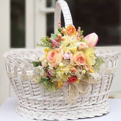 Diy Flowers, Flower Decorations, Paper Flowers, Christmas Decorations, Easter Crafts, Holiday Crafts, Fruit Holder, Spring Design, Flower Girl Basket