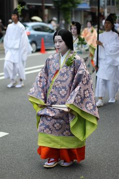 https://flic.kr/p/bYUozN | IMG_7586 Men and women dressed in heian robes.