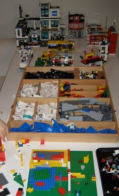 I Like this lego organization. Would it EVER stay like this? Lego Storage, Craft Room Storage, Kids Storage, Barbie Storage, Lego Trains, Lego For Kids, Lego Room, Legoland, Business For Kids