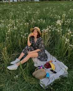 Picnic Photography, Photography Poses, Aesthetic Vintage, Aesthetic Photo, Photoshoot Concept, Spring Aesthetic, Insta Photo Ideas, Poses For Pictures, Cute Outfits