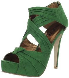 I usually don't like green shoes but this are sexy enough that I would love to have a pair!
