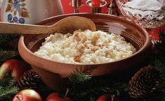 Joulupuuro aloittaa joulun. Monessa kodissa puuroa syödään aattona aamiaiseksi. Sen jälkeen voi rauhoittua joulun viettoon. Tällä vinkillä onnistut! Cheddar, Broccoli, Deli, Grains, Food, Cheddar Cheese, Essen, Meals, Seeds