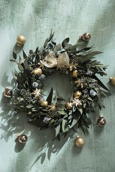 Christmas Wreath: 120 models and how to make yours with step by step Christmas Feeling, Christmas Love, All Things Christmas, Christmas Wreaths, Christmas Crafts, Christmas Decorations, Xmas, Holiday Decor, Holiday Ideas