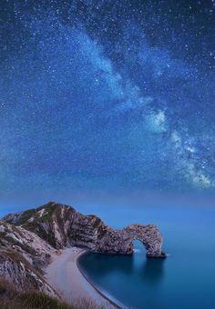 Durdle Door and Milky Way - Jurassic Coast - Dorset - England would love to go here. The Places Youll Go, Places To See, Wonderful Places, Beautiful Places, Dorset England, England Uk, Jurassic Coast, Destination Voyage, Milky Way