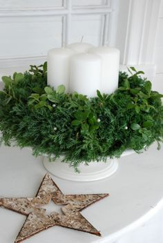 Kränze fir tree branches advent wreath pictures candles Understanding A Childs Fears And Anxieties A Christmas Advent Wreath, Christmas Hearts, Nordic Christmas, Noel Christmas, Christmas Candles, Green Christmas, Winter Christmas, All Things Christmas, Christmas Lights