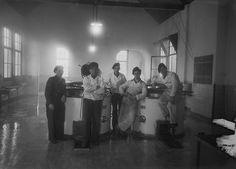 Keukenpersoneel van de Isabella Kazerne in Vught, 23 januari 1949.    Fotograaf: Het Zuiden  Fotonr.: 1634-005718