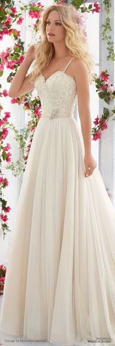 White bride dresses. All brides think of having the most appropriate wedding day, however for this they need the ideal bridal dress, with the bridesmaid's dresses actually complimenting the brides dress. Here are a variety of tips on wedding dresses.