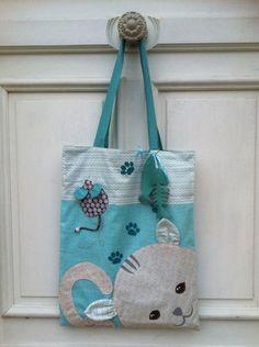 Excellent DIY: Tuto to make a tote bag cat bag ! Sacs Tote Bags, Diy Tote Bag, Diy Purse, Reusable Tote Bags, Tods Bag, Diy Sac Chat, Bingo Bag, Diy Bags Purses, Cat Bag