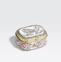 A Canton enamel snuff box Qianlong period