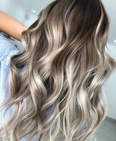 Love the depth in this blonde balayage— warm, light brown roots fading into caramel and platinum blonde shades. Platinum Blonde Balayage, Balayage Blond, Brown Blonde Hair, Light Brown Hair, Medium Hair Styles, Short Hair Styles, Hair Medium, Cabelo Ombre Hair, Cute Hair Colors