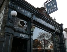 According to real-ale enthusiasts CAMRA, The Southampton Arms in Kentish Town is currently London's best pub. Pubs In London, Craft Bier, Best Craft Beers, Pub Design, Best Pubs, British Pub, Cider House, Little Gardens, Pub Food