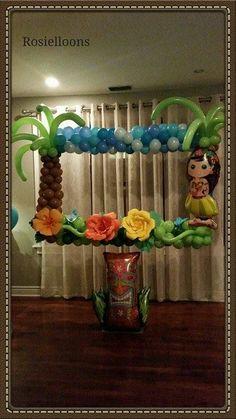 Make tropical balloon flowers like shown in other pics or I can use heart shaped balloons Moana Party, Moana Theme, Moana Birthday Party, Hawaiian Birthday, Hawaiian Theme, Luau Birthday, First Birthday Parties, Birthday Party Themes, Birthday Ideas