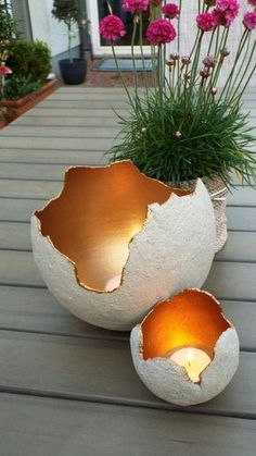 Lichtkugeln aus Beton f?r Kreative, innen mit Maya-Gold. Garden lights, made of Concrete for creatives, painted with Maya-Gold Concrete Crafts, Concrete Projects, Diy Candle Holders, Diy Candles, Concrete Candle Holders, Ideas Candles, Outdoor Candle Holders, Ideas Lanterns, Citronella Candles