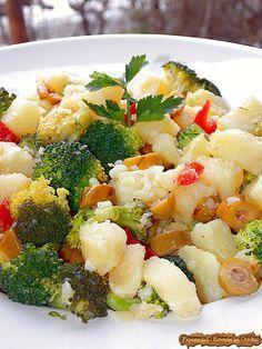 Salata de Broccoli si Cartofi cu Masline Picante (4) Healthy Salad Recipes, Vegetarian Recipes, Tapas, Fruit Salad, Pasta Salad, Potato Salad, Vegetables, Ethnic Recipes, Desserts