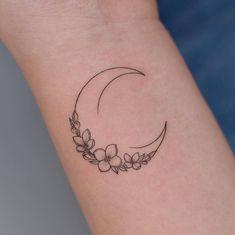 Small Bff Tattoos, Cute Tiny Tattoos, Mini Tattoos, Pretty Tattoos, Mystical Tattoos, Symbolic Tattoos, Line Art Tattoos, Body Art Tattoos, Tatoos