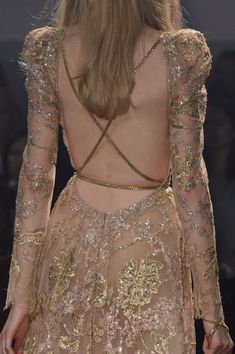 Elie Saab Haute Couture on We Heart It Style Couture, Couture Fashion, Runway Fashion, Couture Details, 90s Fashion, Look Fashion, High Fashion, Fashion Show, Fashion Design