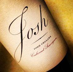 Josh Cabernet Sauvignon 2012 La Boutique Du Vin ahora tiene la exclusividad de los vinos Josh. En este Cabernet Sauvignon se acentúan los toques ahumados y a especias con sabores a black currant y toques sutiles a frutas oscuras. Es un vino audaz y expresivo, pero modesto y accesible. Tiene taninos y un final suave, tremendo vino por su precio.