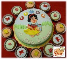 Torta y cupcakes, inspirada en Blancanieves...