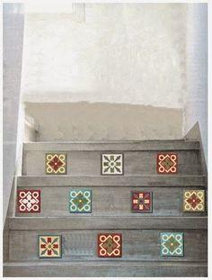 una idea genial para darle vida y color a una escalera de cemento alisado: tocetos 10x10 deco, by quadrat