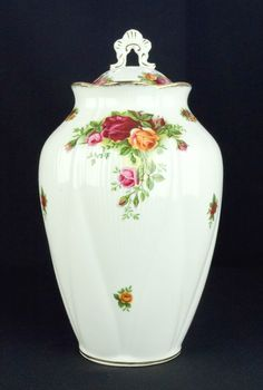 Royal Albert Old Country Roses Lidded Chelsea Vase 1st Quality VGC