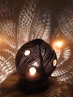 luminaires-lampe-d-ambiance-exotique-en-noix-5636173-p1100216-50c34-ce442_big.jpg (1080×1440)