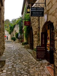 Les Baux de Provence レ・ボー・ド・プロヴァンス Travel Around The World, Around The Worlds, Places To Travel, Places To Visit, Boho Home, Voyage Europe, World View, Island Resort, Great View
