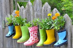 10 DIY Garden Ideas This is a cute way to reuse rain boots. It would be real special if you found the boots in a yard sale. The post 10 DIY Garden Ideas appeared first on Garten.
