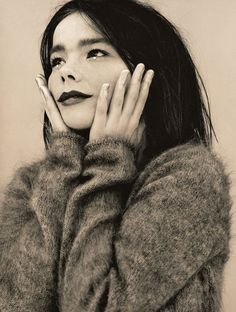 Something so mystic and charming about Bjork. Music Icon, My Music, Pretty People, Beautiful People, Idole, Trip Hop, Female Singers, My Favorite Music, Girl Crushes
