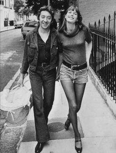 Allure décontractée mais veste en jean cintrée pour Serge Gainsbourg.