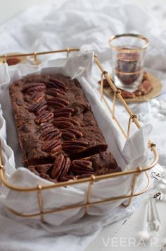Gluten free chocolate banana cake baked with oat flour is naturally sweetened without any added sugar. Sugar Free Banana Bread, Vegan Banana Bread, Chocolate Banana Bread, Best Banana Bread, Raw Chocolate, Gluten Free Chocolate, Banana Bread Recipes, Best Dessert Recipes, Fun Desserts