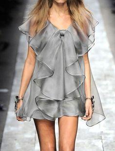 Vestido cuello V volantes -gris 16.26