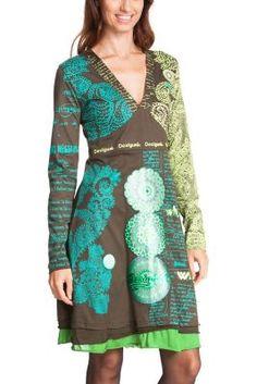 Vestido de manga larga Desigual modelo Tijat. Este patrón tan Desigual ahora en diferentes colores. Con el escote en V y la cintura entallada queda de lo más atrevido. ¡Lúcelo este otoño-invierno!