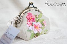 Embroidery Purse, Silk Ribbon Embroidery, Frame Purse, Trendy Handbags, Diy Purse, Ribbon Art, Embroidered Bag, Patchwork Bags, Purse Patterns