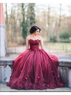 BURGUNDY SWEETHEART LACE-UP BALL GOWN PROM DRESS WITH FLOWER APPLIQUE