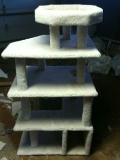 Priscilla needs a cat condo like this :) Diy Projects To Try, Home Projects, Weekend Projects, Diy Cat Tree, Cat Trees, Carpet Remnants, Animal Projects, Animal Crafts, Cat Condo