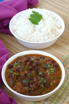 Kala chana curry recipe (Black chana recipe) - Boiled black chickpeas are simmered in healthy, flavorful tomato gravy. It is no onion no garlic recipe. Kala Chana Curry Recipe, Rajma Curry Recipe, Masala Recipe, Jain Recipes, Gujarati Recipes, Curry Recipes, Vegetable Recipes, Indian Food Recipes, Vegetarian Recipes