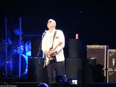 Pete with yet another Fender Strat. Wonder if he still has any Rickenbackers left in his arsenal?
