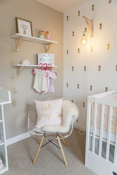 Baby girl bedroom golden and powder pink - ikea shelves - ikea bed - susp . - Ikea DIY - The best IKEA hacks all in one place Baby Bedroom, Girls Bedroom, Baby Ikea, Fantasy Bedroom, Ikea Shelves, Ikea Cabinets, Selling Furniture, Little Girl Rooms, Room Themes