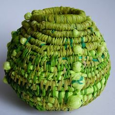 43 Ideas basket weaving diy texture for 2019 Rope Basket, Basket Weaving, Pine Needle Baskets, Fabric Bowls, Weaving Art, Fabric Art, Textile Art, Fiber Art, Creations