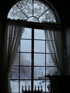 crochet snowflakes on the window....love <3