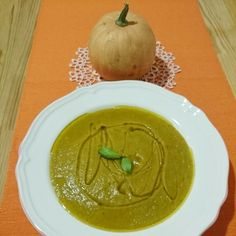 Crema de calabaza, calabacín, cebolla, cebolleta, zanahoria,  cúrcuma y aceite de oliva para el final.  Delicioso!!! .  By Estela RG