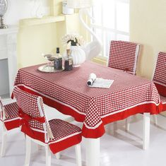A cuadros rojo y blanco de encaje de mesa rectangular de tela / manteles… Dining Room Table Chairs, Dining Decor, Decoration Table, Table Linens, Bed Cover Design, Dinner Room, Rustic Table, Kitchen Curtains, Table Toppers