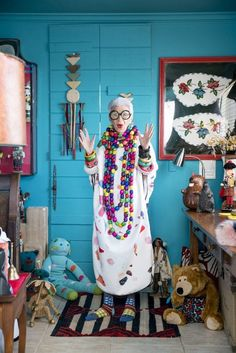 Tell Us Everything, Iris! Lessons on Life and Style from the Legendary Iris Apfel - Wit & Delight Accidental Icon, Wit And Delight, Ray Bans, Cult, Advanced Style, Hippie Art, Happy Socks, Blogger Themes, Who What Wear