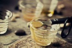 tips: frote los labios con este ungüento (miel azùcar y aceite de oliva)