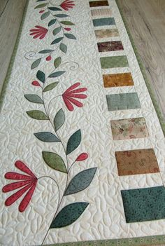 Your place to buy and sell all things handmade - Quilt table runner/Table Runner Quilted Patchwork Quilt, Patchwork Table Runner, Table Runner And Placemats, Table Runner Pattern, Quilted Table Runners, Applique Quilts, Modern Table Runners, Quilted Table Toppers, Small Quilts