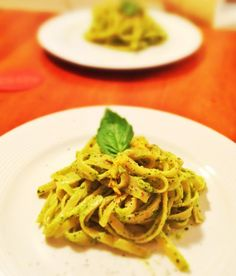THIS IS DELICIOUS AND FAST. tried it and loved it.  all the little things: Creamy Avocado Fettucini  i'm told this is fast and absolutely delicious.  good way to use up an avocado